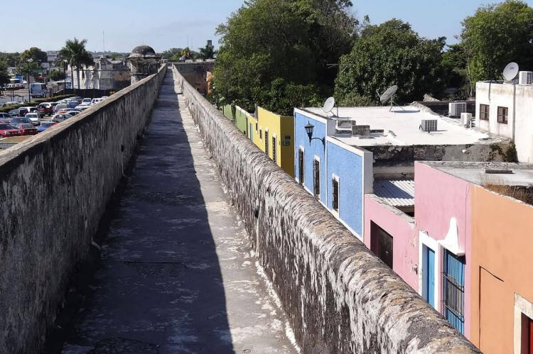 Old City walls and Colonial facades — UNESCO Historic center of San Francisco de Campeche (Mexico)