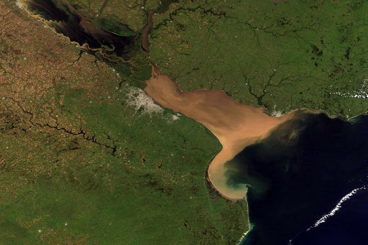 Río de la Plata thick with sediment during a time of flooding on the lower Paraná River
