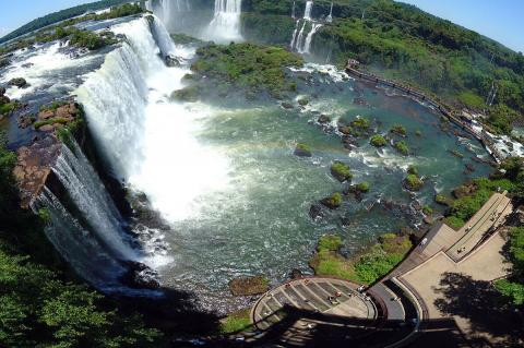 Iguaçu Falls and Brazilian tourist complex